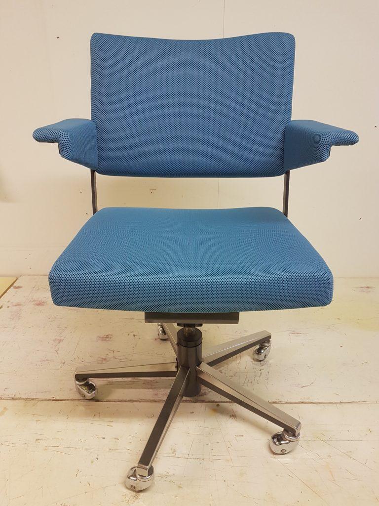 bureaustoel gispen voorzien van moderne stof