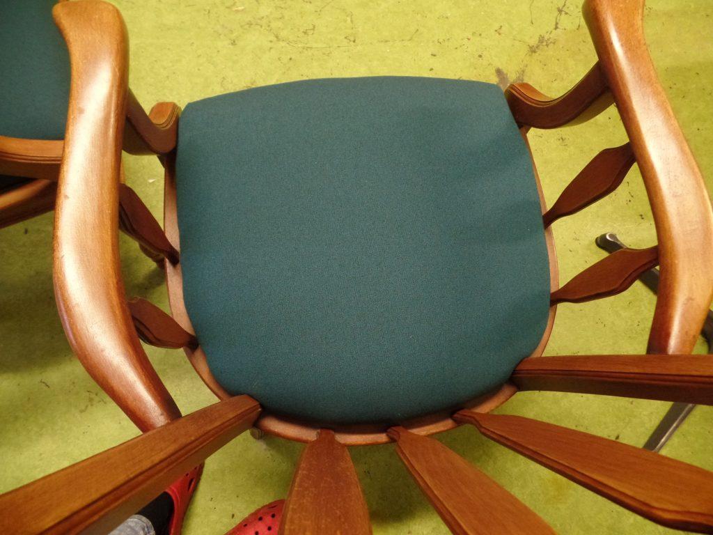 Mooi strak resultaat na opnieuw bekleden stoel