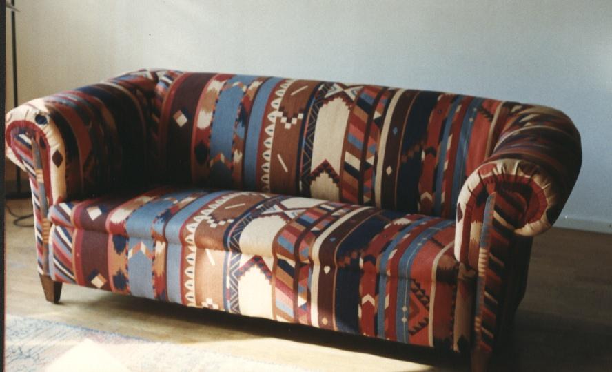 Sofa-met-etnische-stof-patroon